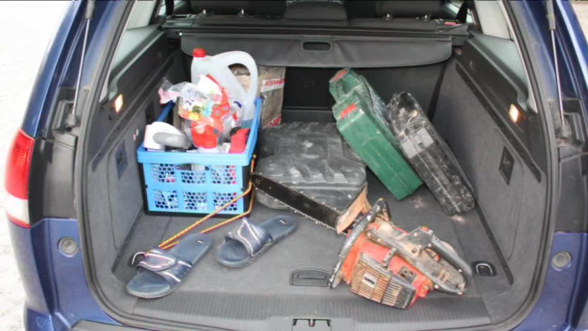Podle policistů kradl z aut vše - kabelky, dárky i nářadí