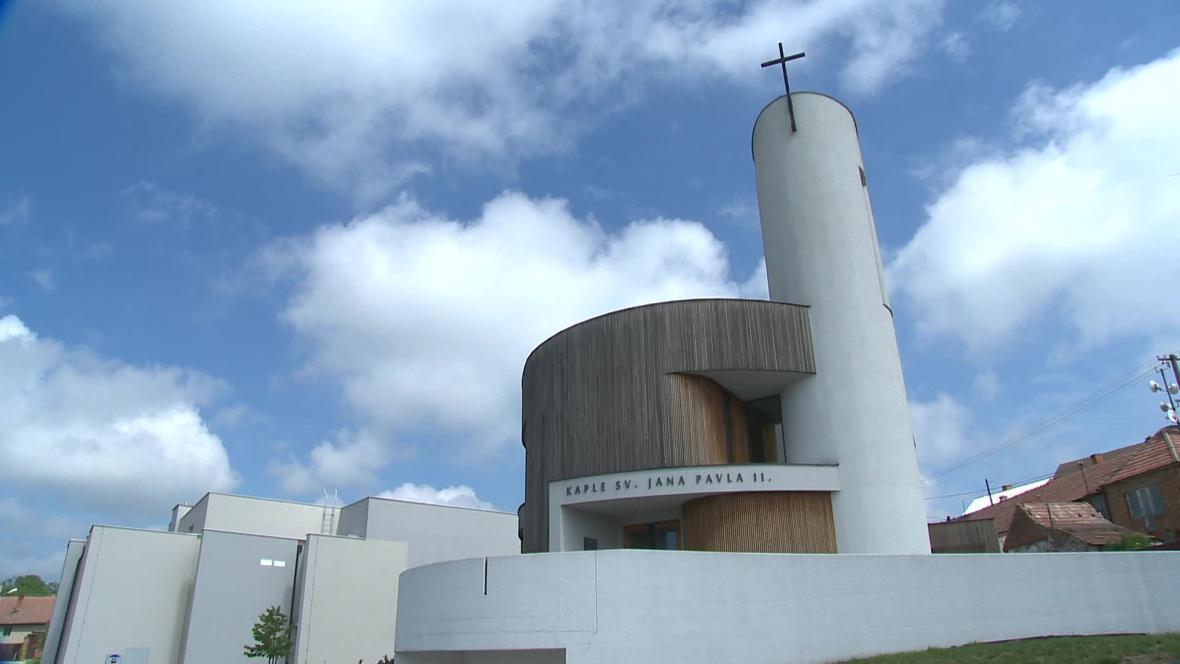 V Bukovanech vznikne nová náves naproti kapli Jana Pavla II.