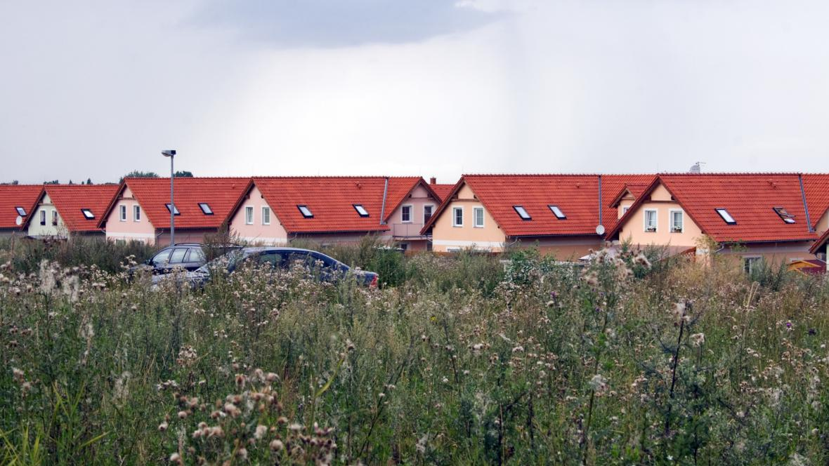 Satelitní městečko Zahrady Slatina na sever od Prahy