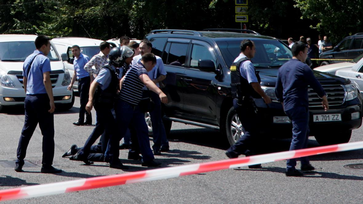 Policie v kazašském městě Almaty po přestřelce zadržela muže