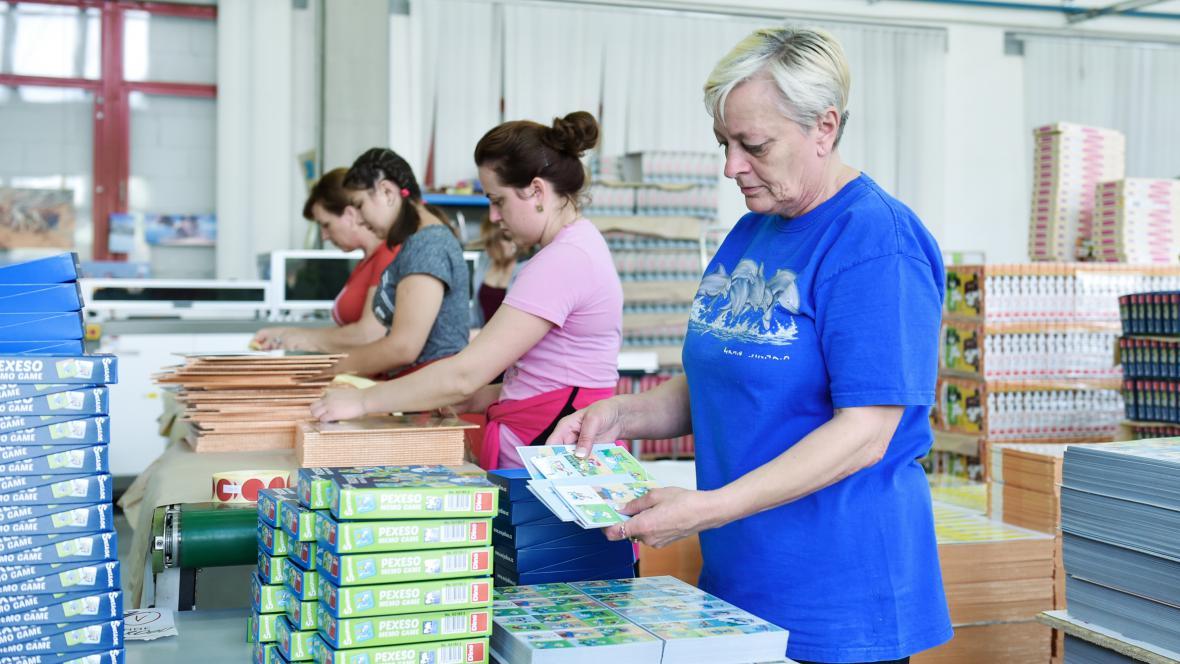 Společnost Dino Toys vyrábí hračky a hry v Mnichově Hradišti