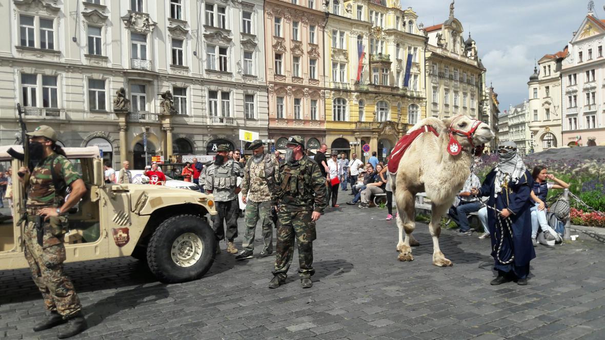 Přívrženci Martina Konvičky na Staroměstském náměstí