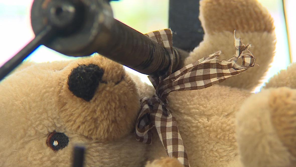 Plyšové hračky musí vydržet kroucení, tahání i trhání
