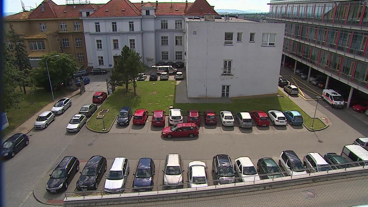 Parkovací dům by měl pomoci s nedostatkem míst u onkologického ústavu