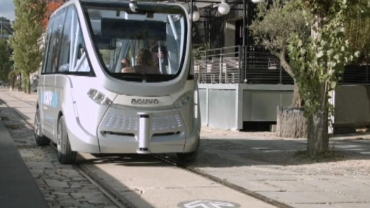 Po Lyonu začaly jezdit mikrobusy bez řidiče