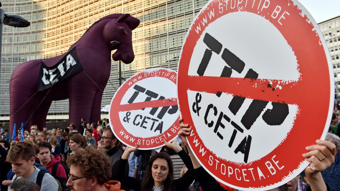 Protesty lidí proti TTIP a CETA v Bruselu