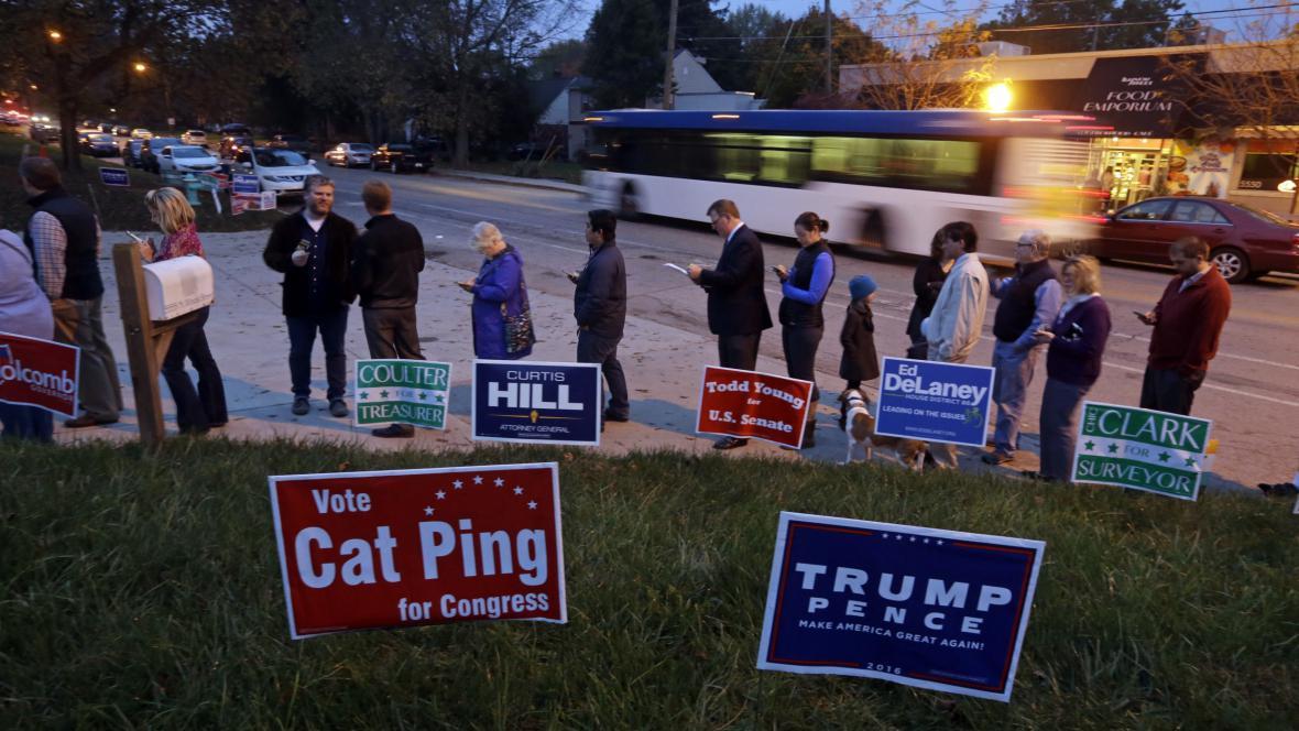 Fronta voličů v Indianapolis
