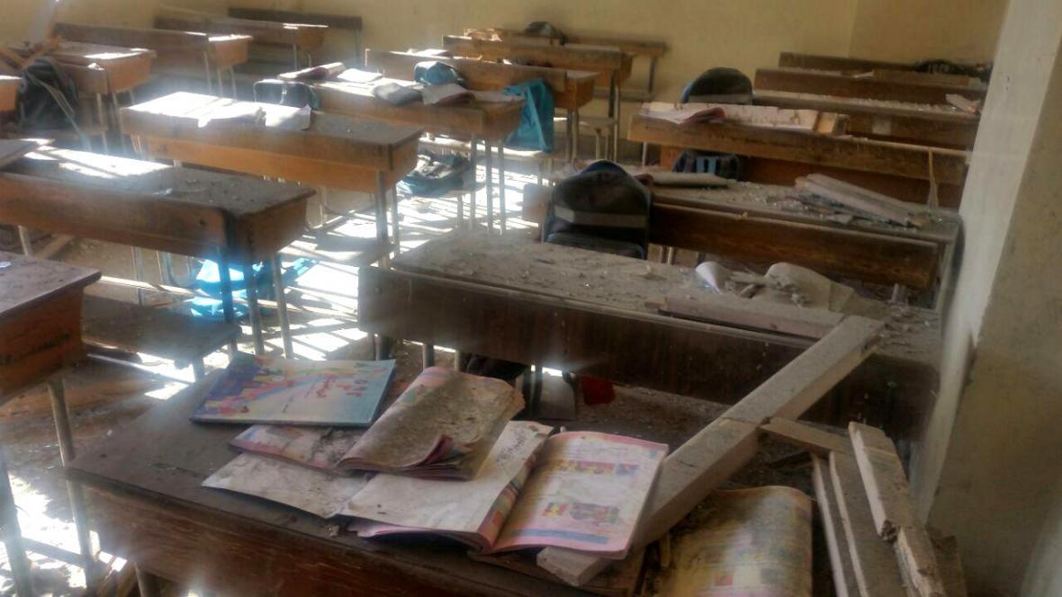 Aleppská škola zasažená povstaleckým bombardováním