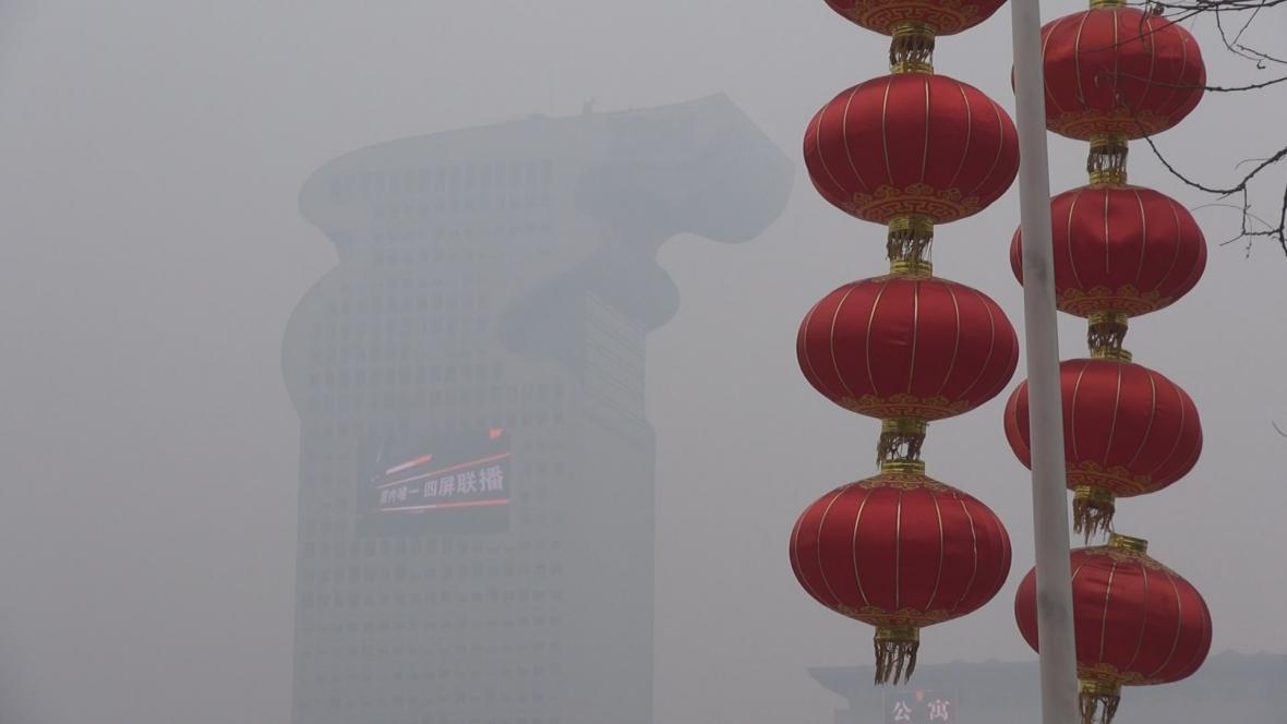 Peking zahalený do smogu