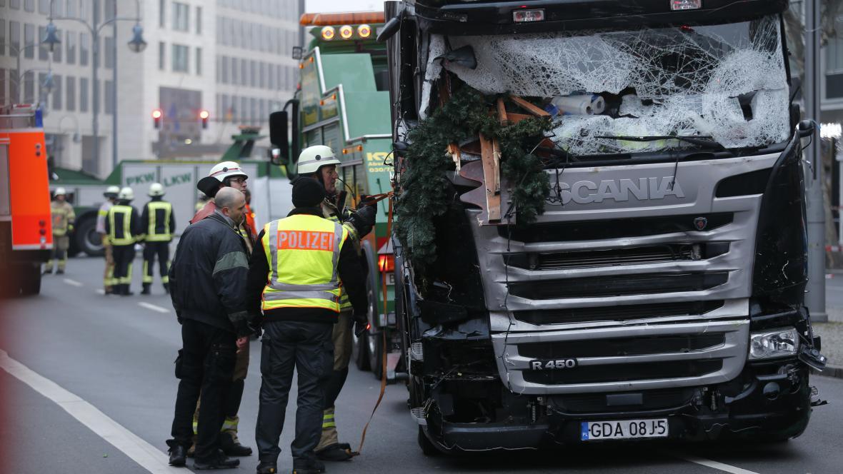 Kamion, s kterým útočník najel na vánoční trh v Berlíně