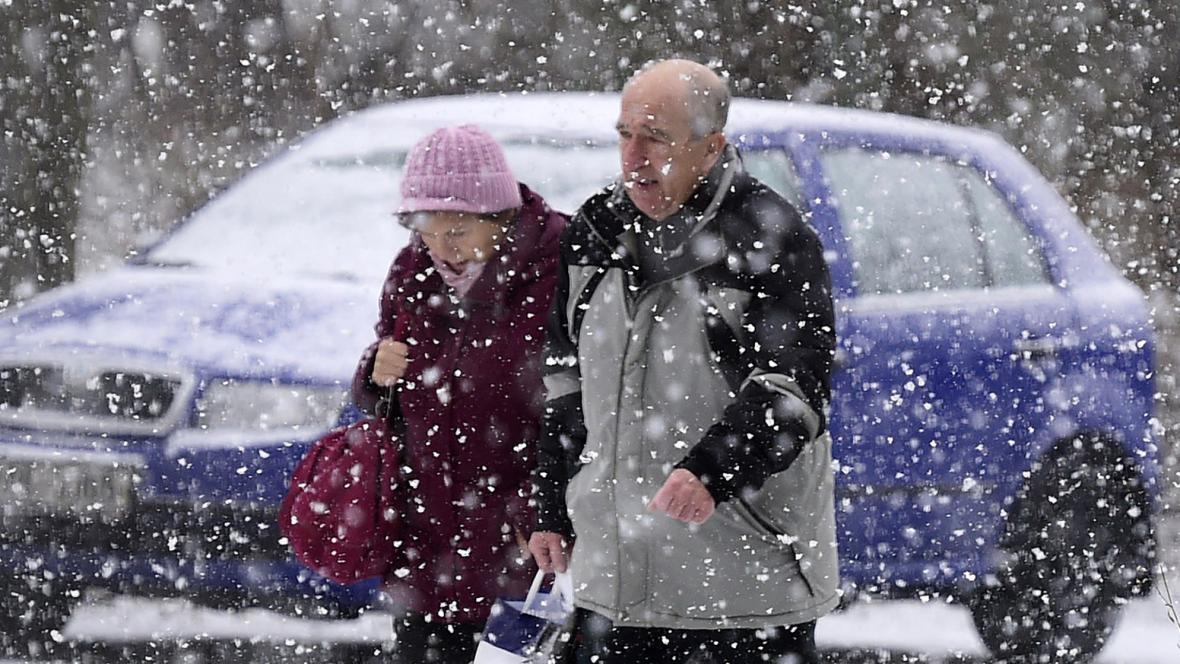 Důchodci v zimě