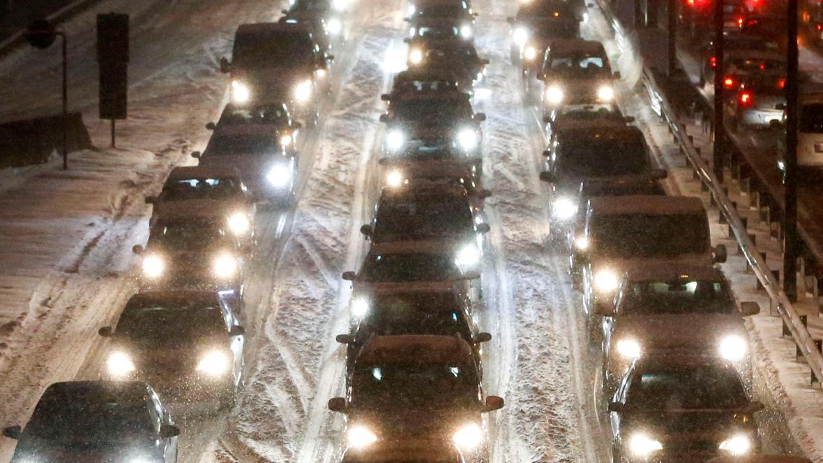 Husté sněžení na dálnici v Berlíně