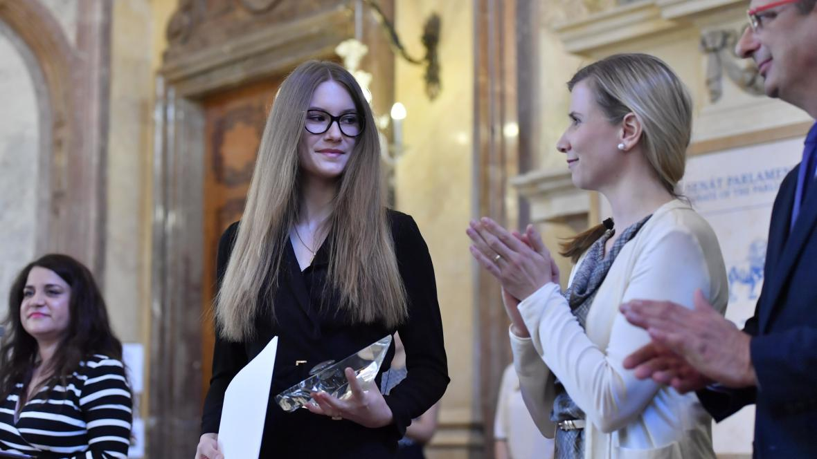 Kateřina Vernerová převzala ocenění pro svou matku