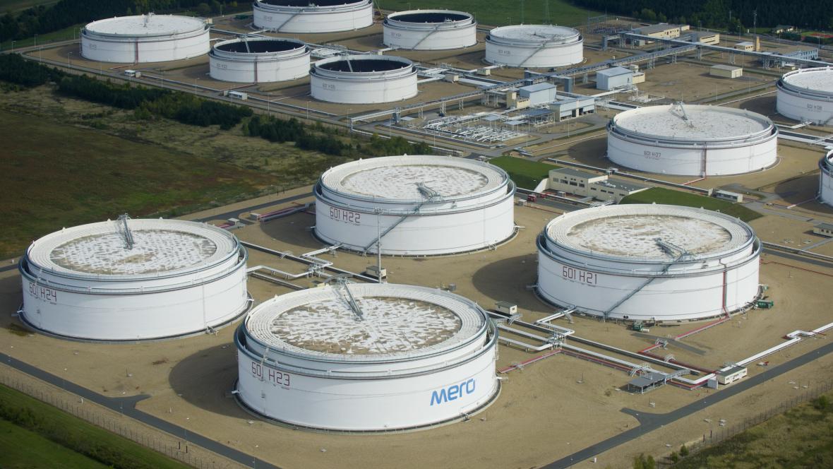 Centrální tankoviště ropy společnosti u Nelahozevsi