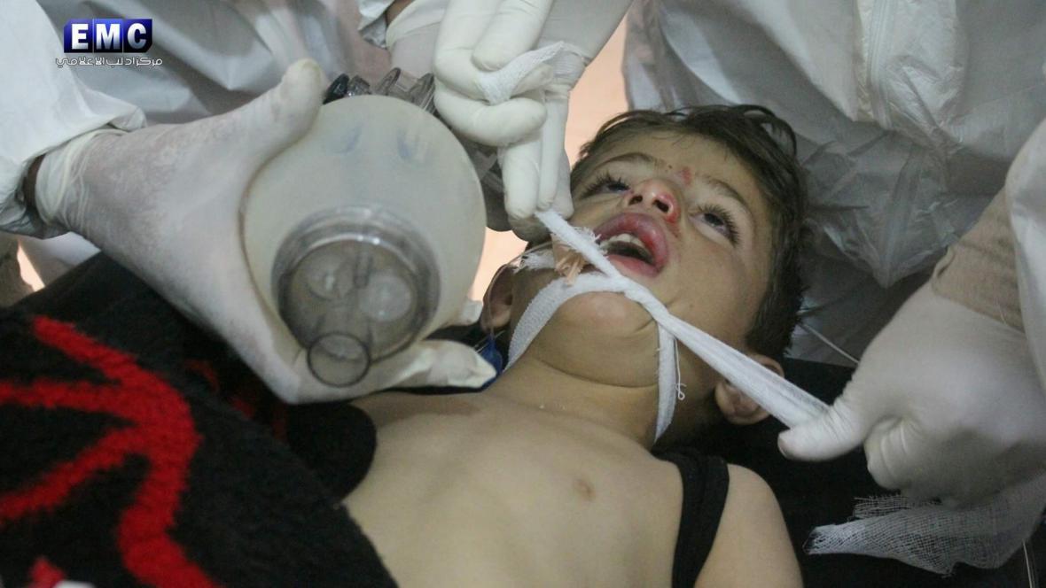 Zda šlo při útoku v Sýrii ve městě Chán Šajchún o sarin, zatím nebylo potvrzeno