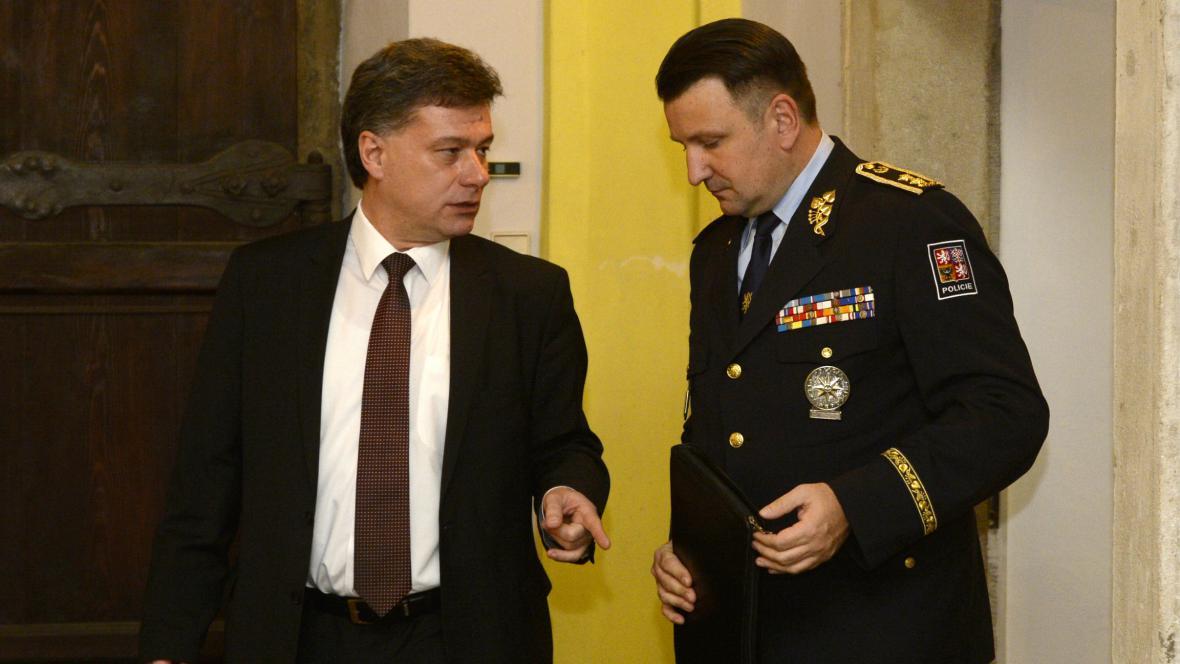 Předseda sněmovní vyšetřovací komise Pavel Blažek a policejní prezident Tomáš Tuhý