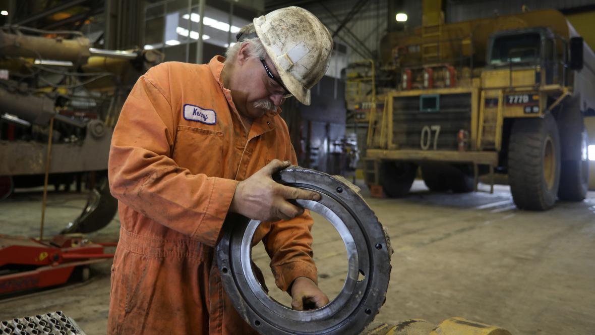 Mechanik pracující v uhelném dole Black Butte v USA