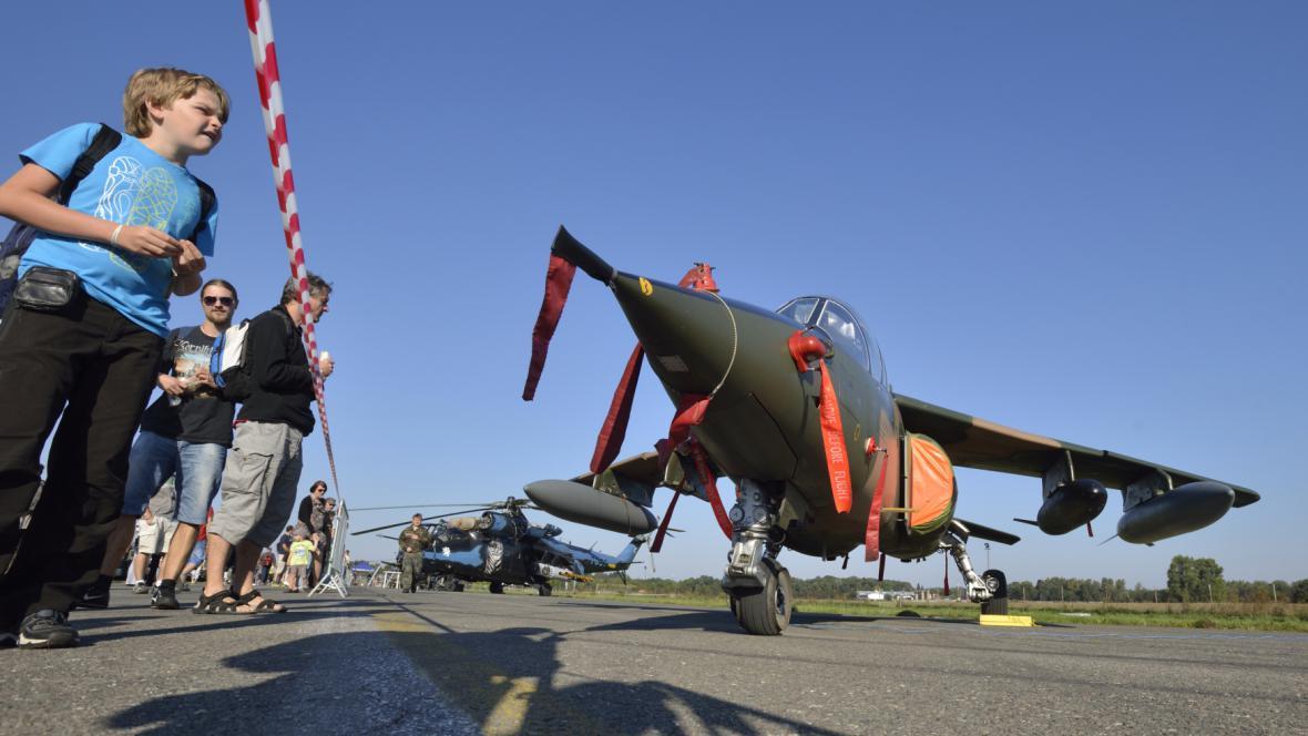 Generál využíval k přesunu lehký bojový letoun Alpha Jet