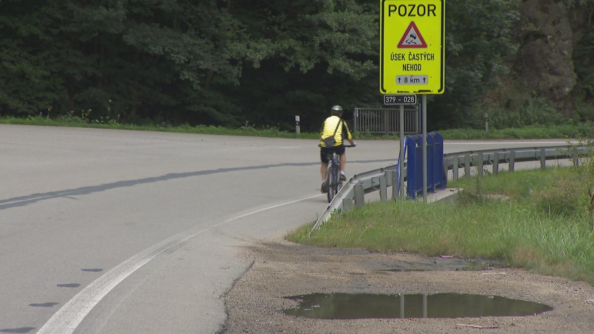 Cyklotrasa vede úsekem častých dopravních nehod
