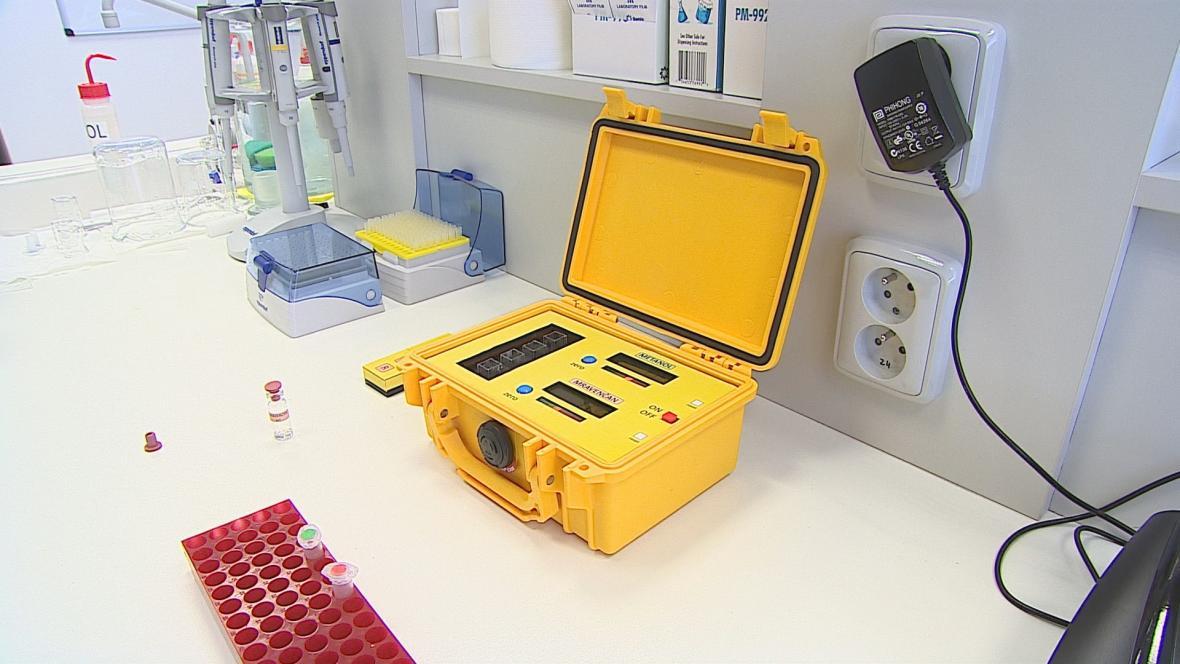 Přístroj na rychlé odhalení metanolu v krvi