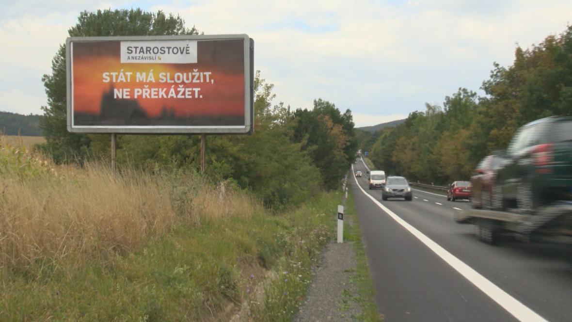 Billboardy od silnic zatím nemizí