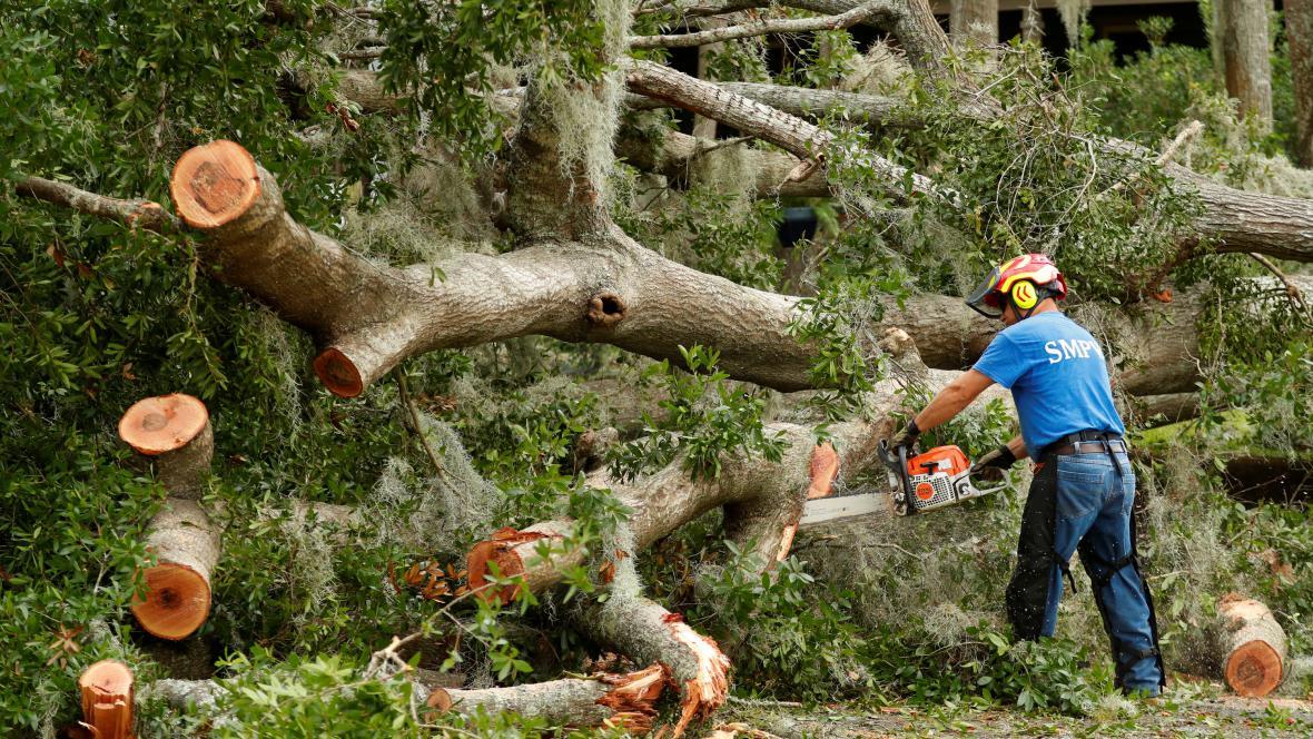 Úklidové práce po hurikánu