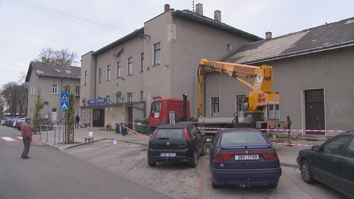 Víc než padesát let stará nádražní budova ve Vyškově na Moravě