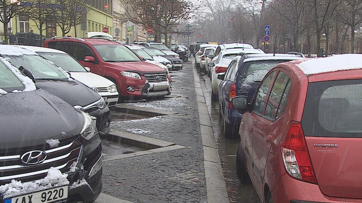 Ulice v centru Brna jsou plné aut
