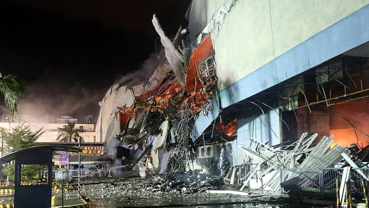 Požár obchodního domu na Filipínách