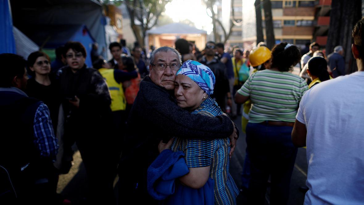 Lidé při zemětřesení v Mexiku zaplnili ulice