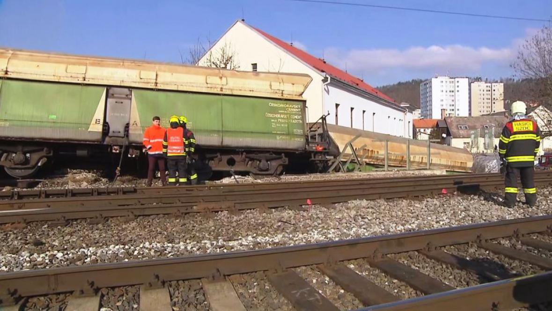 Vykolejený nákladní vlak v Radotíně