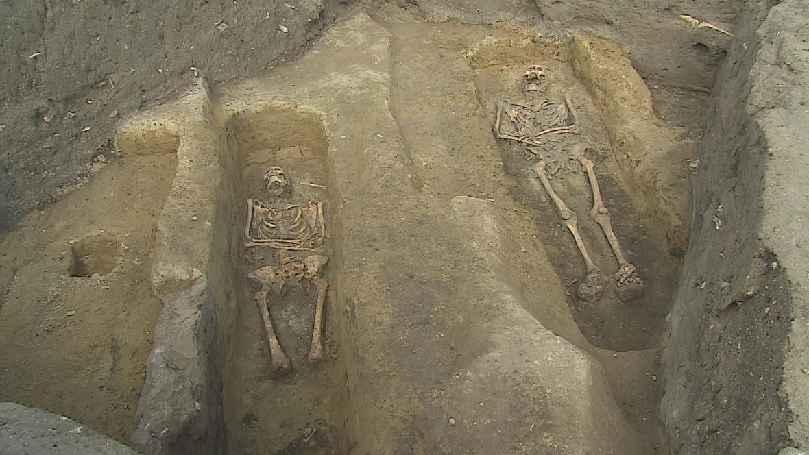 U Velkých Pavlovice objevili archeologové desítky středověkých hrobů