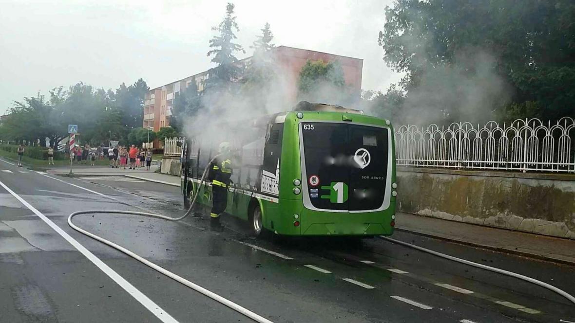 V Hranicích shořel elektrobus