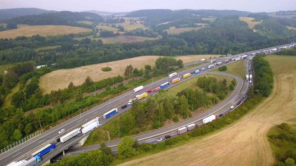 Oprava dálnice D1 - kolona u exitu Mirošovice