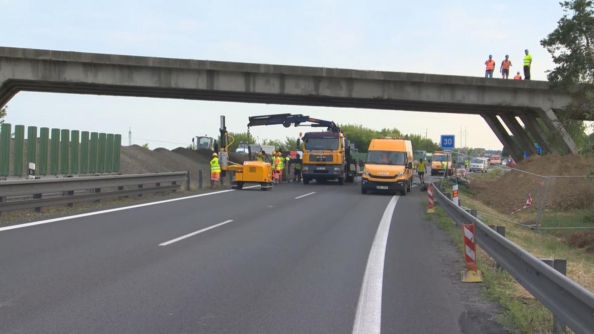 Příprava na demolici mostu