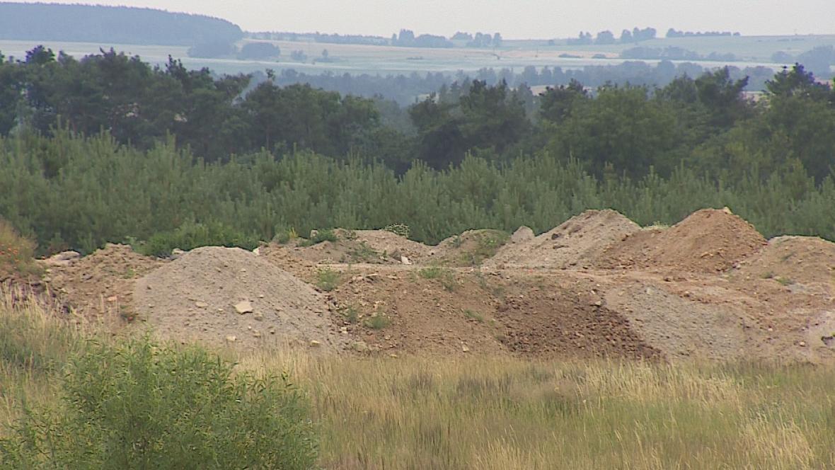 Navážka stavební suti u Čikova