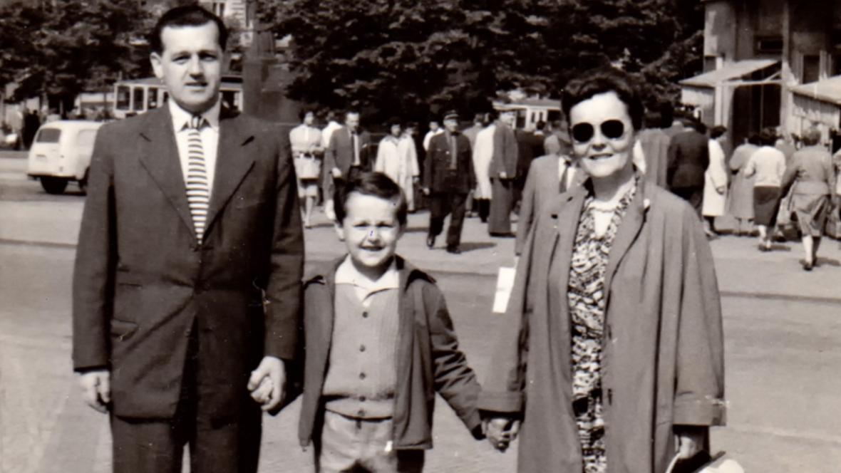 Karel Hrubý s manželkou a synem po návratu z dolů