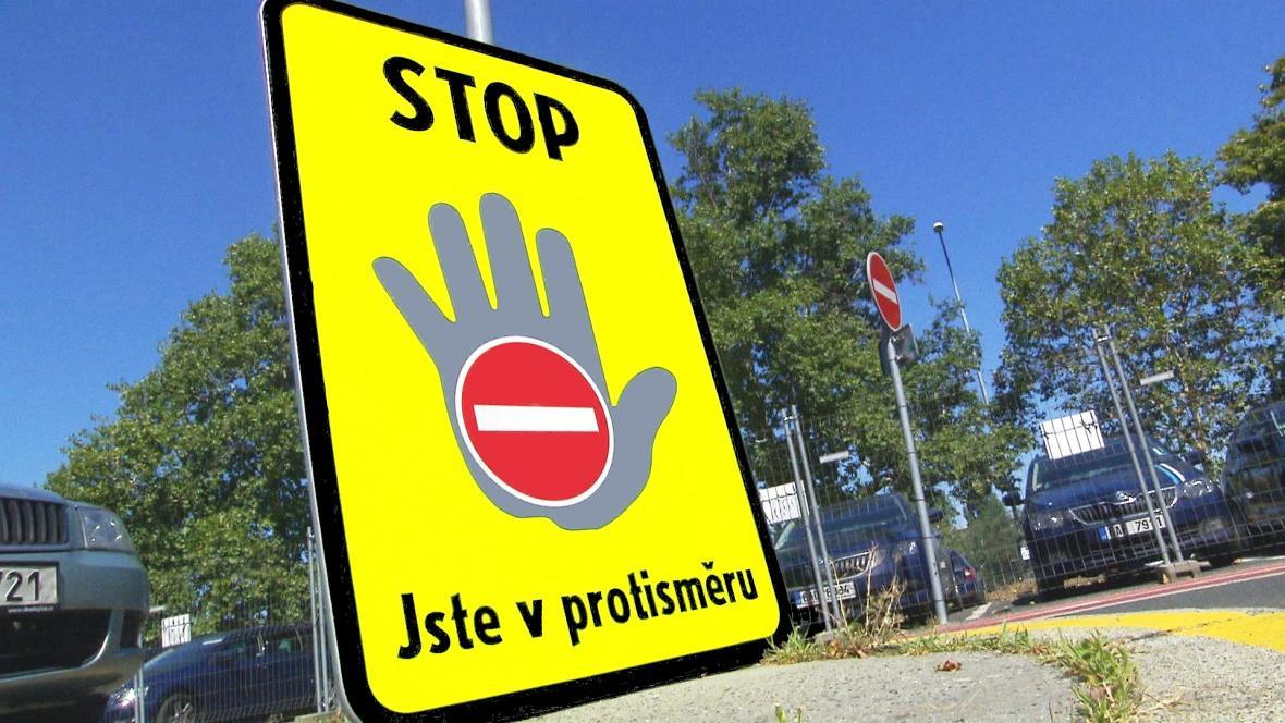 Značení varující před jízdou v protisměru