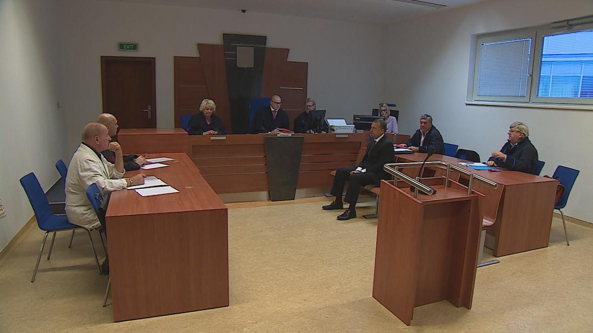 Jednání soudu v kauze Edbusy