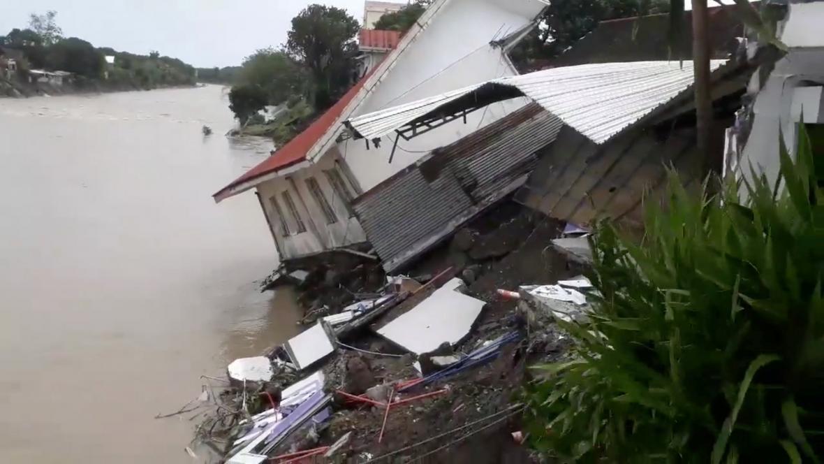 Tajfun způsobil na Filipínách záplavy a sesuvy půdy
