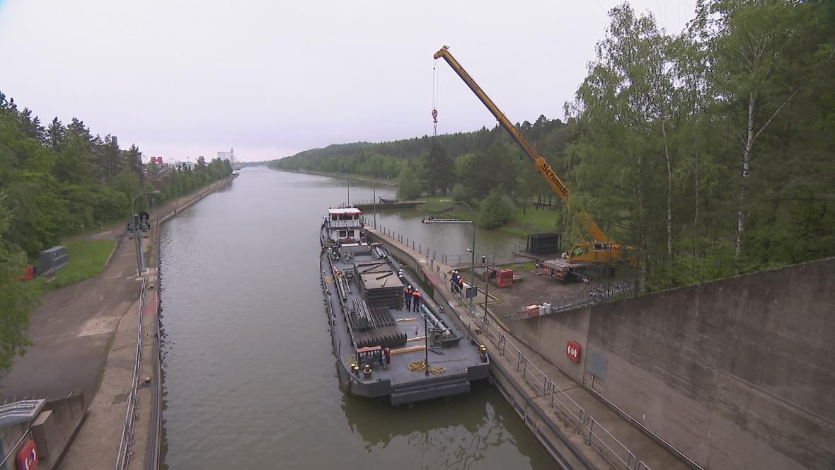 Nákladní loď na kanálu Rýn–Mohan–Dunaj