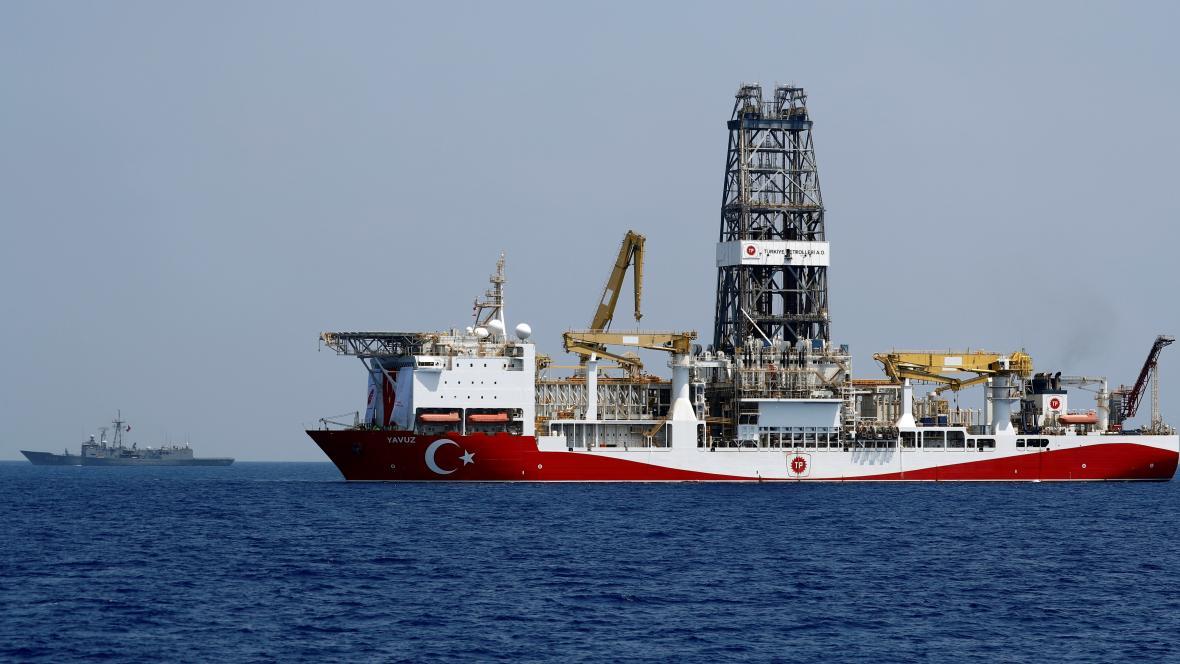 Turecká těžařská loď u Kypru