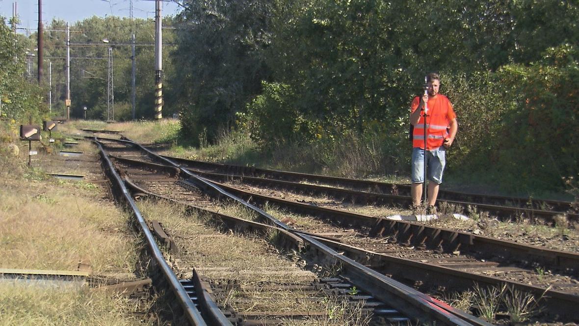Geodeti zaměřují vysokorychlostní trať u Ostravy