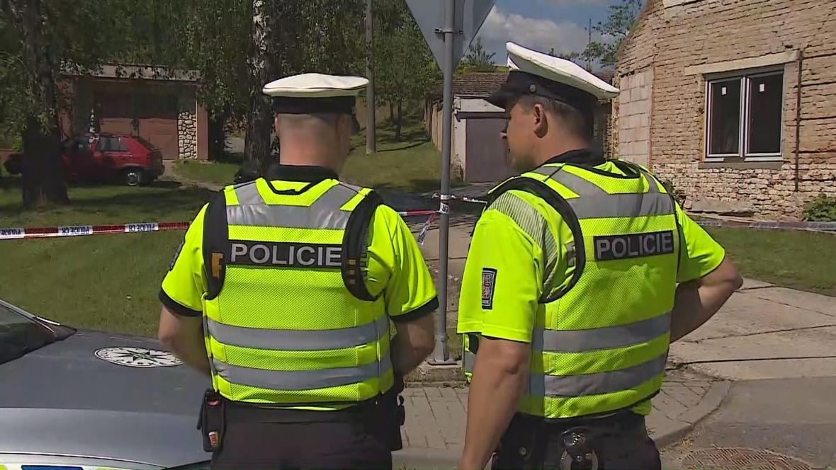 Policejní zásah u domu v Dražůvkách