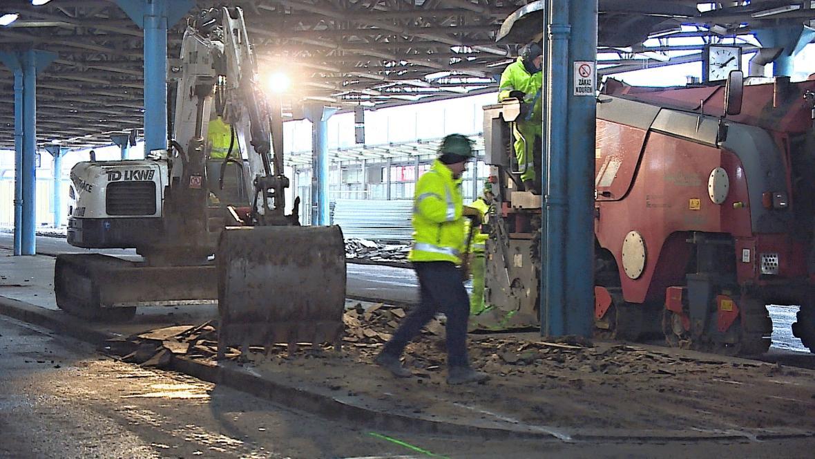 Dělníci začaly s opravou Zvonařky