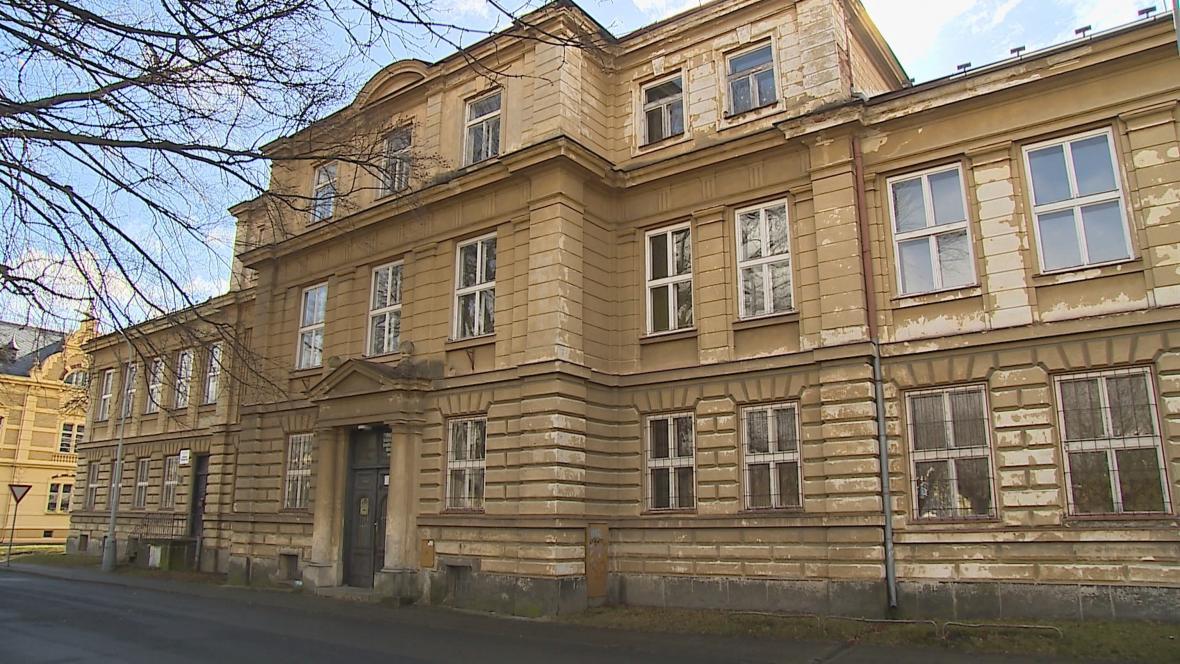 Stará školní budova v Krnově