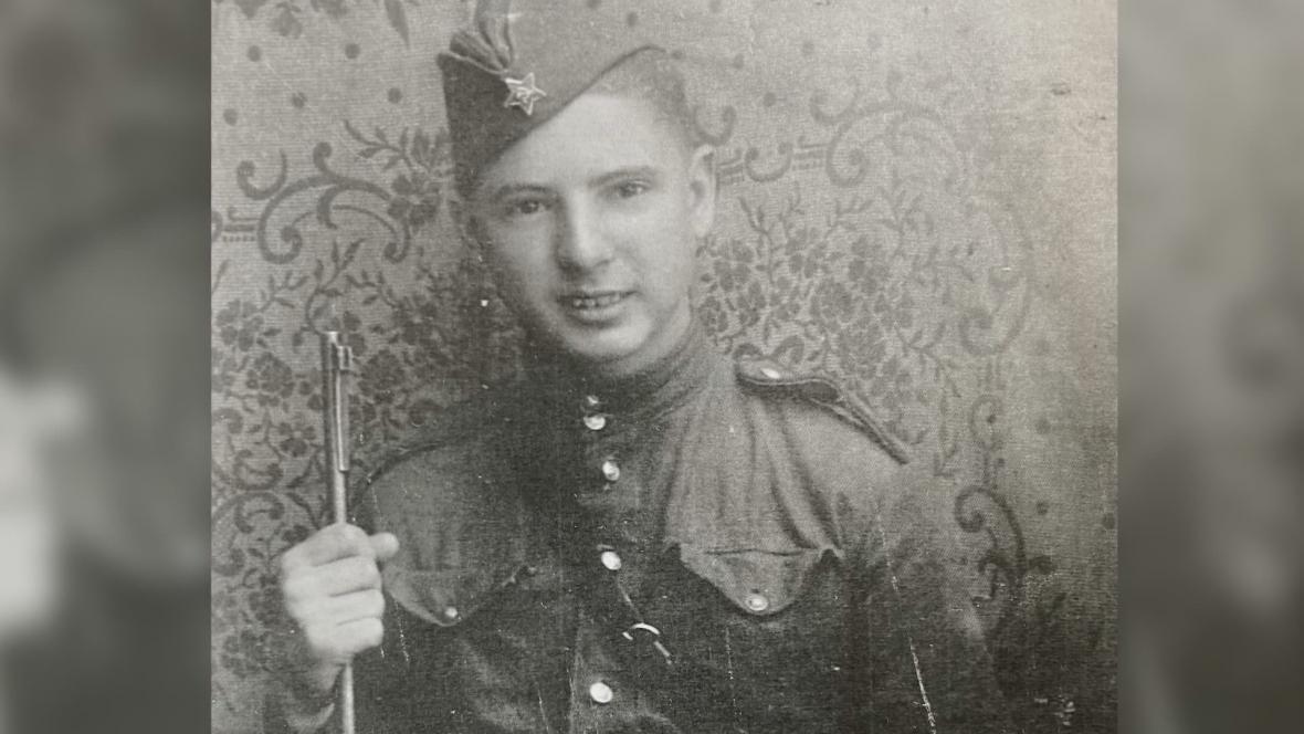 Ján Novenko v uniformě (1945)
