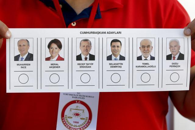 Volební listek. Turci volí v Německu