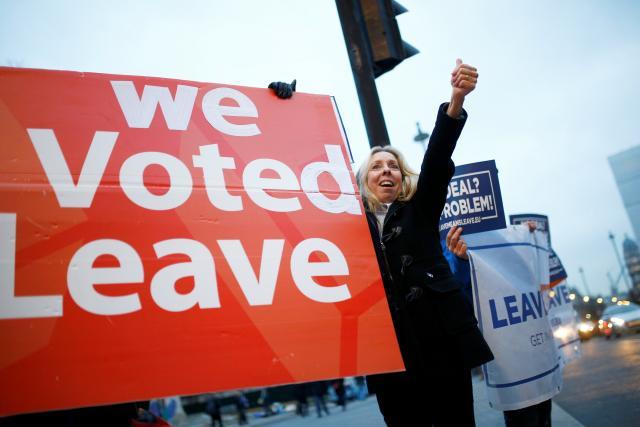 Zastánci brexitu demonstrovali před britským parlamentem