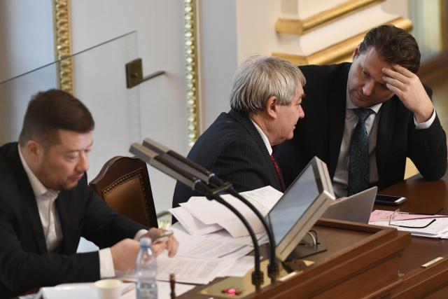 Mimořádná schůze Sněmovny k návrhu KSČM na zdanění církevních restitucí